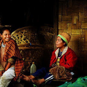 afternoon dialogue by Zaki Nasution - People Portraits of Women ( gossip, farmer, women )