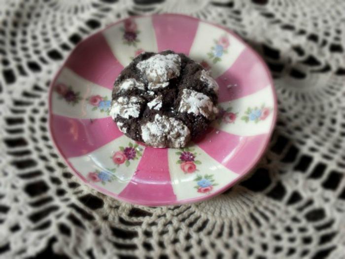 Chipotle Dark Chocolate Crackle Cookies Recipe | Yummly