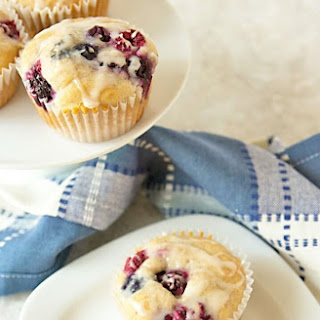 15-Minute Bisquick Berry Muffins Recipe {SRC}