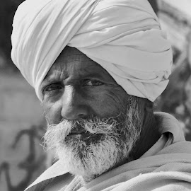 RAJASTHANI MAN IN WHITE YURBAN by Doug Hilson - People Portraits of Men