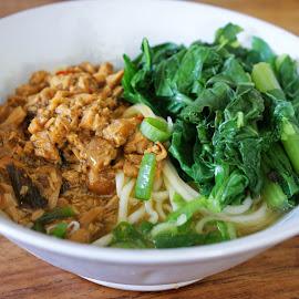 Chicken Noodle by Mulawardi Sutanto - Food & Drink Plated Food ( mie ayam, food, sedap, travel, kuliner, bandung )