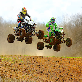 Le saut by Gérard CHATENET - Sports & Fitness Motorsports