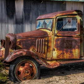 0676-TA-0207-05-16 by Fred Herring - Transportation Automobiles