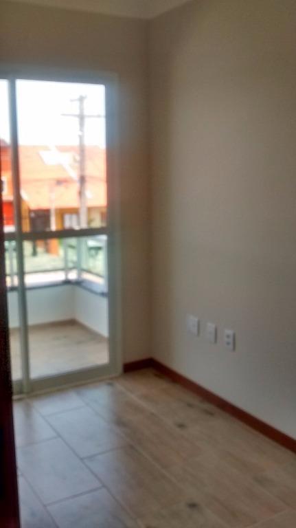 Sobrado de 2 dormitórios em Hípica, Porto Alegre - RS