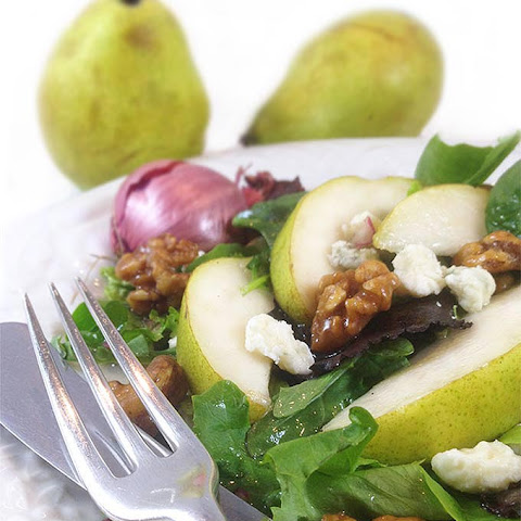 Pear Gorgonzola Salad w/Walnuts & Maple Vinaigrette