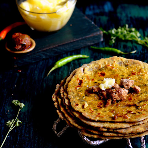 Missi Roti Recipe (Spicy North Indian Flatbread Recipe)