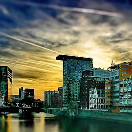 Düsseldorfer Medienhafen by Elke Krone - City,  Street & Park  Neighborhoods ( sonnenuntergang, deutschland, düsseldorf, hochhäuser, hafen, wasser, medienhafen, europa, himmel )