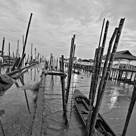 Low tide by Azizan  Ishak - Black & White Landscapes ( johor, black and white, malaysia, waterscapes, boat )