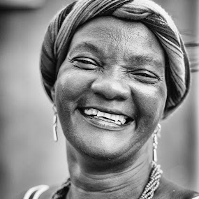 by Luis Cabarrus - People Portraits of Women ( cartagena, afroamerican, lady )