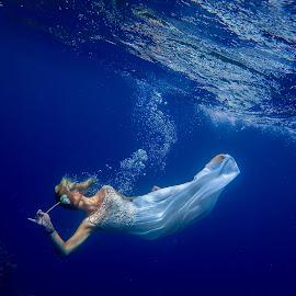 Underwater model by Sergei Tokmakov - People Portraits of Women ( model, sexy, girl, blue, underwater, sea )
