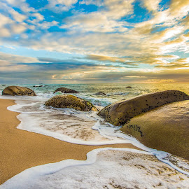 sunrise in estaleiro beach by Rqserra Henrique - Landscapes Beaches ( clouds, brazil, waves, rqserra, beach, rocks )