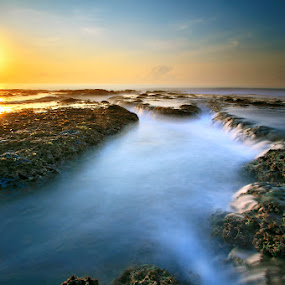 Bentara Pagi by Alit  Apriyana - Landscapes Waterscapes