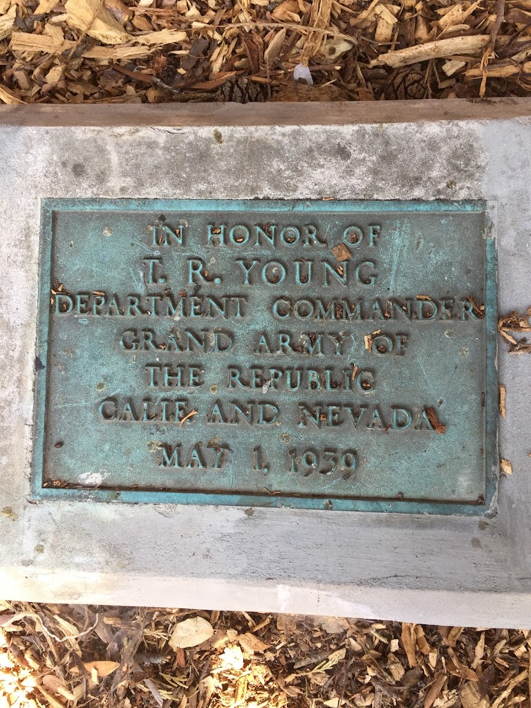 IN HONOR OF T. R. YOUNG DEPARTMENT COMMANDER GRAND ARMY OF THE REPUBLIC CALIF. AND NEVADA MAY 1, 1939