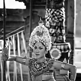 Balinese dancer by Rozy Fhotography - People Street & Candids