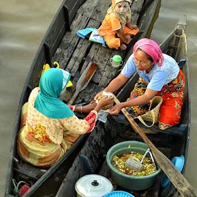 BAJUALAN by Adithya Perdana Putra - People Street & Candids