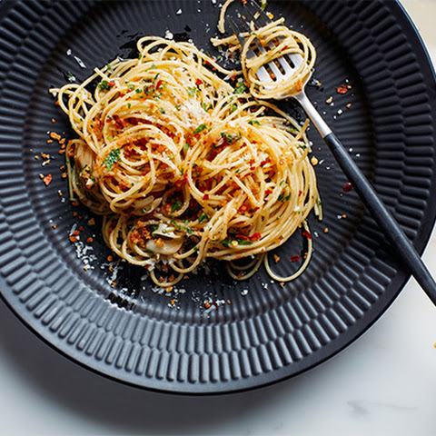Pasta with 15-Minute Garlic, Oil, and Anchovy Sauce