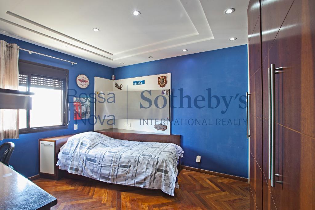 Amplo apartamento com varanda gourmet em ótima localização no Alto da Lapa, São Paulo.