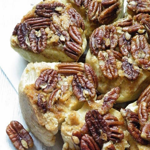 Cinnamon And Sugar Biscuit Rolls With Pecans