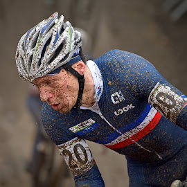 by Marco Bertamé - Sports & Fitness Cycling ( 2017, world championship, effort, number, helmet, race, muddy, 20, mud, blue, uci, france, cyclocross, bieles )