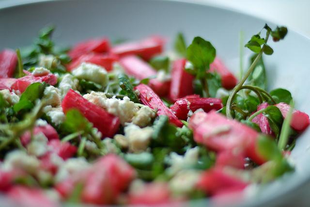 Roasted Rhubarb, Watercress and Feta Salad Recept | Yummly