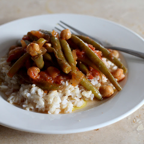 Lebanese-Style Stewed Green Beans with Chickpeas (Loubieh Wa Hommus)