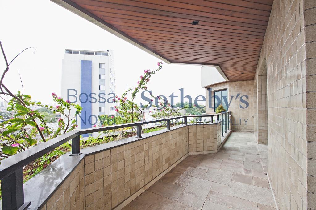 Apartamento com linda vista em região privilegiada de Moema