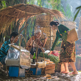 Buying Vegetables by Andi Kurniadi - People Street & Candids ( market, human interest, candid, traditional, people )