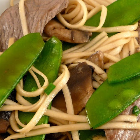 Ginger Udon Noodles with Mushrooms, Snow Peas & Beef