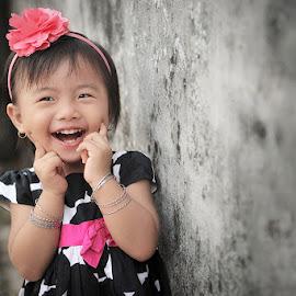 sweet... sweet smiLe by Iwan S Wardana - Babies & Children Child Portraits