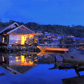Seberkas Cahaya Rumah Apung by Jimmy Papia - Landscapes Travel ( village, house, cultured, light, night shoot )
