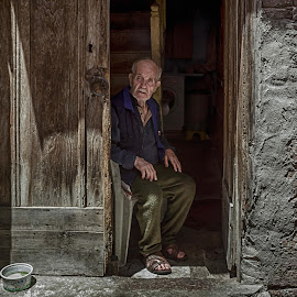 Old man by Murat Besbudak - People Portraits of Men