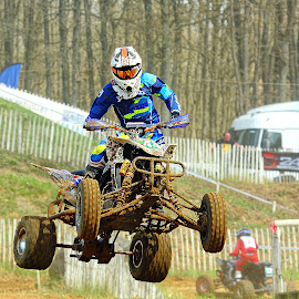 Le 44 dans ses oeuvres by Gérard CHATENET - Sports & Fitness Motorsports