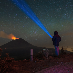 Looking for the stars by Cristobal Garciaferro Rubio - Landscapes Starscapes ( volcano, stars, popocatepetl, eruption )