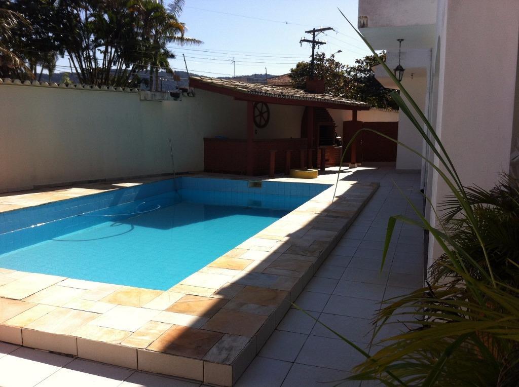 Sobrado de 288m² com 4 dorms no Guarujá, SP.