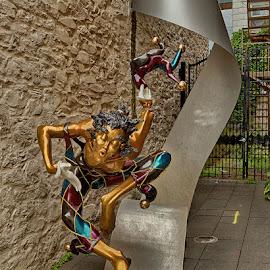Bienvenue by Nicole Taillon by Radu Eftimie - Buildings & Architecture Statues & Monuments ( nicole taillon, statue, anada, bienvenue, quebec city )
