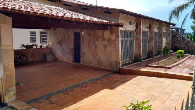 LINDA CASA COM 4 QUARTOS, 2 SUITES, 465 m² de A/C por APENAS R$ 1.200.000 - Jardim Flamboyant - Atibaia/SP
