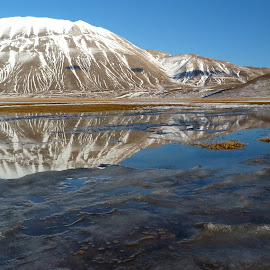 Monte Vettore by Valentina Fazzini - Landscapes Mountains & Hills ( national park, reflection, umbria, mountains, monti sibillini, neve, snow, landscape, castelluccio di norcia, riflesso, paesaggio )