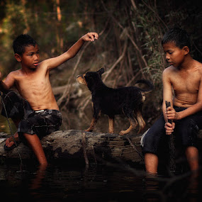 Two Childs and The Little Dog by Kosmas Fikie Aryadi - Babies & Children Children Candids