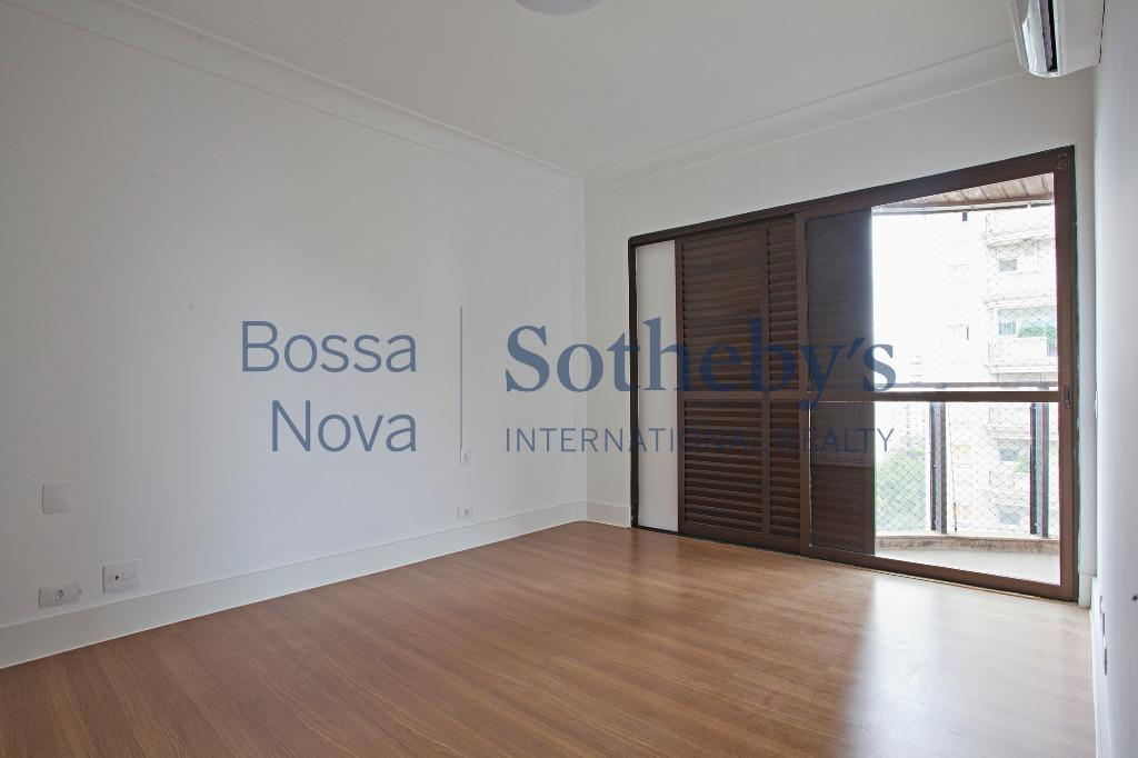 Amplo apartamento próximo a Praça Pereira Coutinho