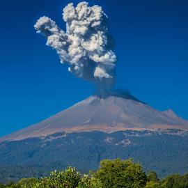 Smoking volcano by Cristobal Garciaferro Rubio - Landscapes Mountains & Hills ( volcano, popocatepetl, volcanic, eruption, smoking volcano )