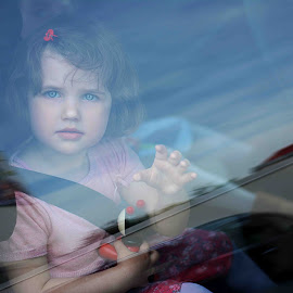 Sincerity by Iuliana Olteanu - Babies & Children Child Portraits ( car, hand, child, little girl, sincere, goodbye )