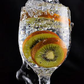 Kiwi in glass by Ismed  Hasibuan  - Food & Drink Fruits & Vegetables ( water, foods, fruits, bubbles, glass )