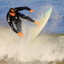 A la verticale by Gérard CHATENET - Sports & Fitness Surfing