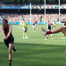 It's away by Paul Sarchuk - Sports & Fitness Australian rules football