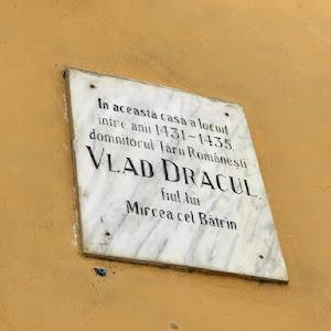 In aceasta casa a locuitintre anii 1431-1435domnitorul Tarii RomanestiVLAD DRACULfiul luiMircea cel Batrin Submitted by @petramatic