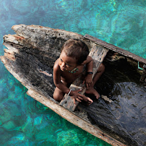 Sea Gypsy Kids by Suhaili Pesona - People Portraits of Men ( kids )