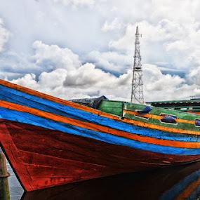 berlabuh dengan tenang by Daenk Andi - Transportation Boats ( lapangan, warna, angkutan, air, boat, awan )
