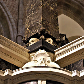 Architectural detail by Anita Berghoef - Buildings & Architecture Places of Worship ( interior, statue, church, mausoleum, oude kerk, willem van orannje, the netherlands, place of worship, architectural, architectural detail, architecture, delft )