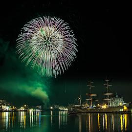Nyttår fyrverkeri på Bergen by Dag Hafstad - City,  Street & Park  Night