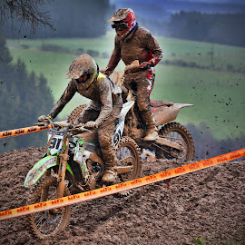 Close by Marco Bertamé - Sports & Fitness Motorsports ( mud, bike, rainy, motocross, clumps, motorcycle, race, duel, competition,  )